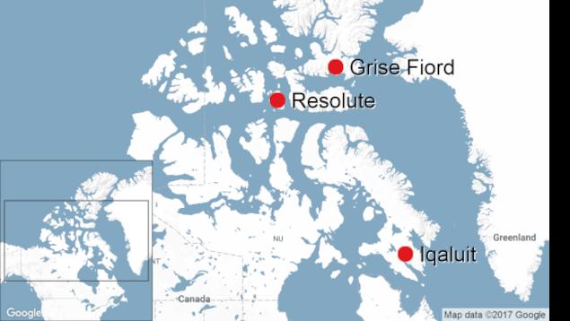 Une carte du Grand Nord canadien qui identifie trois communautés inuites : Grise Fiord (la plus au nord), Resolute Bay et Iqaluit (au Québec)