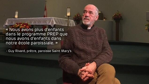 Guy Rivard assis dans une église, avec une citation incrustée dans l'image: «Nous avons plus d'enfants dans le programme PREP  que nous avons d'enfants dans notre école paroissiale.»