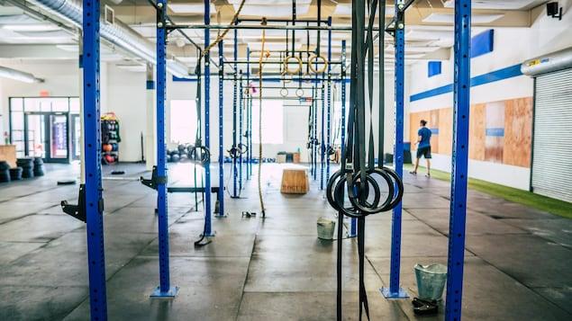 Une salle d'entraînement vide.