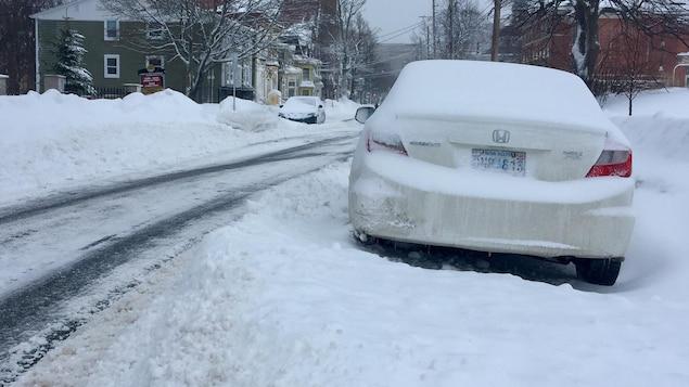 Une rue enneigée à Halifax