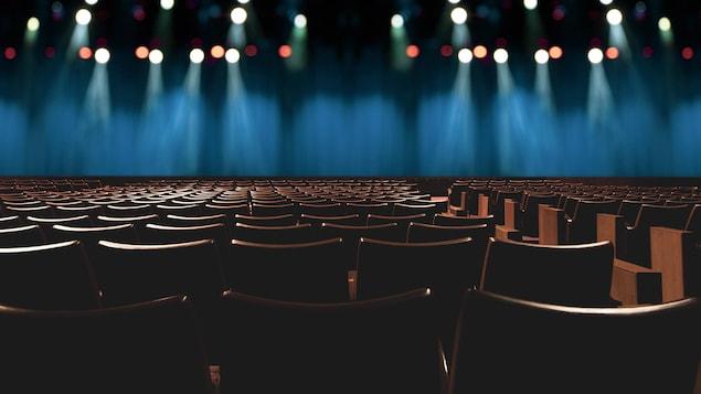 Une salle de spectacle vide.