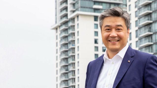 代表联邦自由党参选的Don Valley North选区候选人董晗鹏 (Han Dong)。