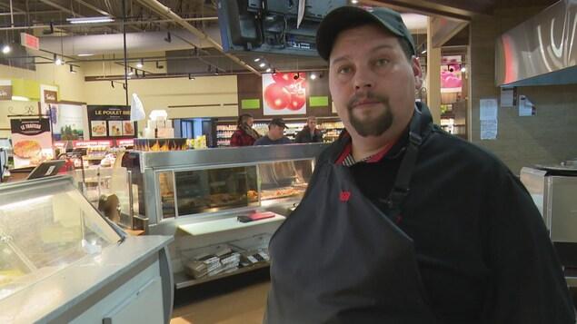 Jimmy Denis est employé du IGA de Gaspé.