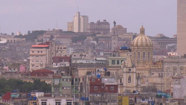 Vue sur les bâtiments et églises du centre-ville de La Havane.
