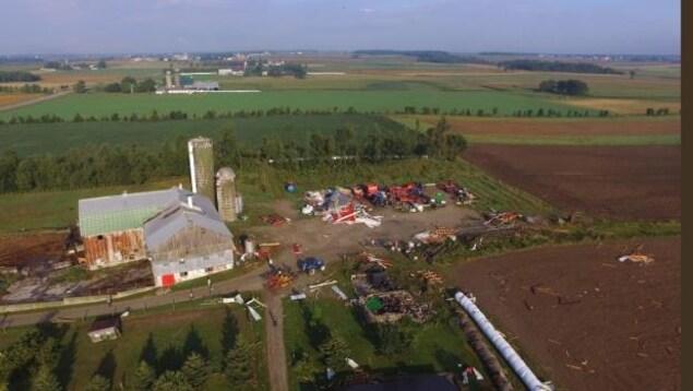 La tornade a endommagé des installations agricoles à Hawkesville.
