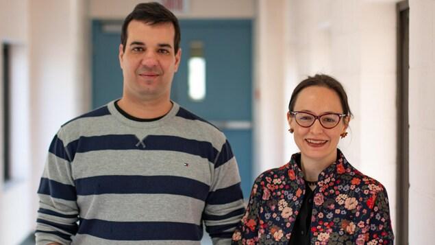 Le professeur Gustavo Leite et la professeure Karine Pedneault de l'Université Sainte-Anne en Nouvelle-Écosse.