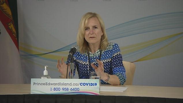 La médecin-hygiéniste en chef de l'Île-du-Prince-Édouard Heather Morrison.