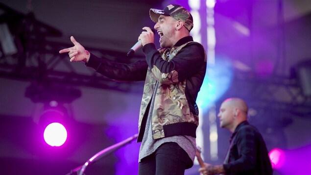 Le chanteur Jacob Hoggard du groupe Hedley.