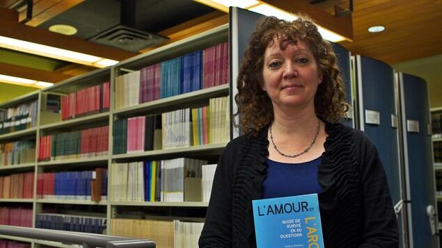 Portrait de Hélène Belleau, coauteure du livre «L'amour et l'argent : guide de survie en 60 questions»