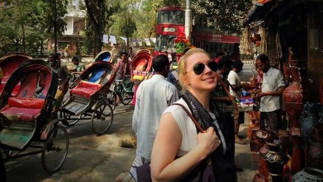 Hélène Larochelle lors de son séjour au Bangladesh.