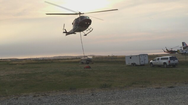un hélicoptère s'envole