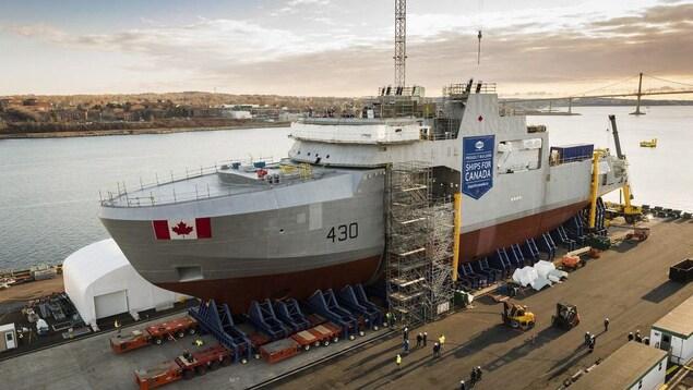 Un navire canadien en construction à Halifax.