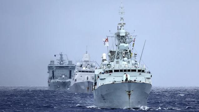 Ang warship na HMCS Winnipeg.