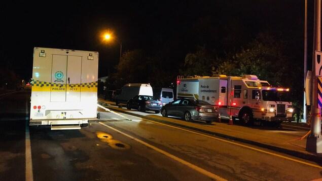 Des véhicules de police dans la rue