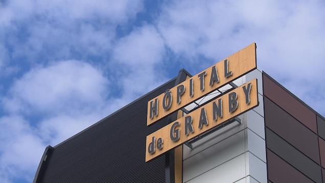 La devanture de l'hôpital de Granby.