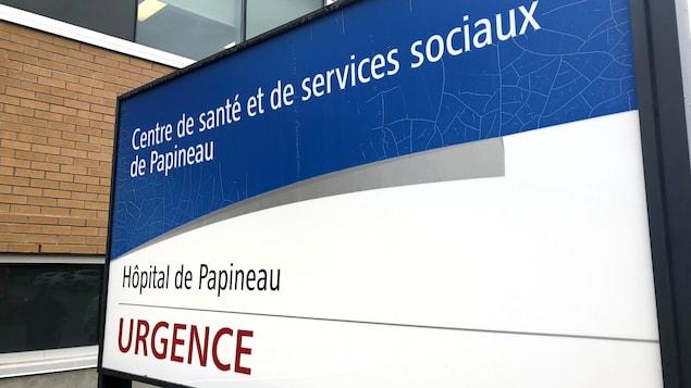 Un panneau annonce l'urgence de l'établissement de santé.