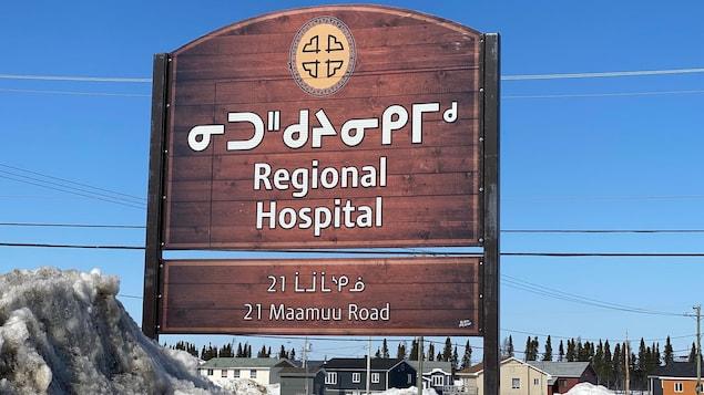 Un panneau avec inscription Regional hospital
