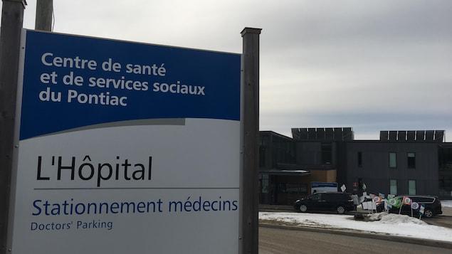 La devanture du Centre hospitalier situé à Shawville, dans le Pontiac.