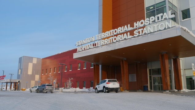 L'extérieur de l'hôpital.