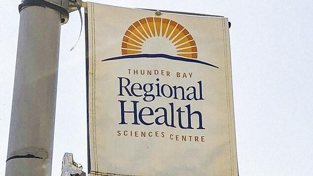 Enseigne du centre régional des sciences de la santé de Thunder Bay.