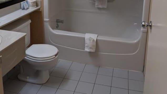 Une salle de bain.