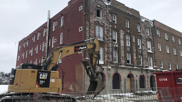 L'hôtel Wellington avant de tomber sous le pic des démolisseurs.