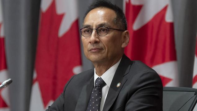 L'administrateur en chef adjoint à l'Agence de la santé publique du Canada est assis derrière une table, lors d'une conférence de presse qui a eu lieu le 21 juillet 2020, à Ottawa.