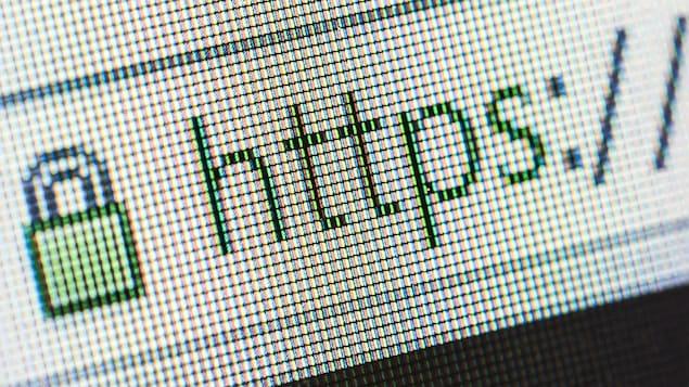 Un cadenas vert à côté des lettres «HTTPS» dans la barre d'adresse d'un navigateur.