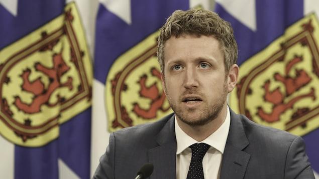 Iain Rankin en conférence de presse.