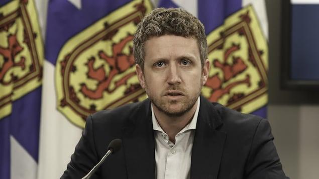 Le premier ministre de la Nouvelle-Écosse, Iain Rankin, lors d'un point de presse sur la COVID-19 le 4 mai 2021.