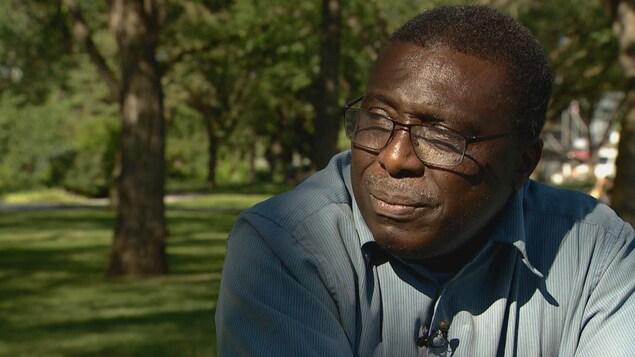 Ibrahim Karidio, vice-président de l'Association Niger Canada Sahel, dans un parc.