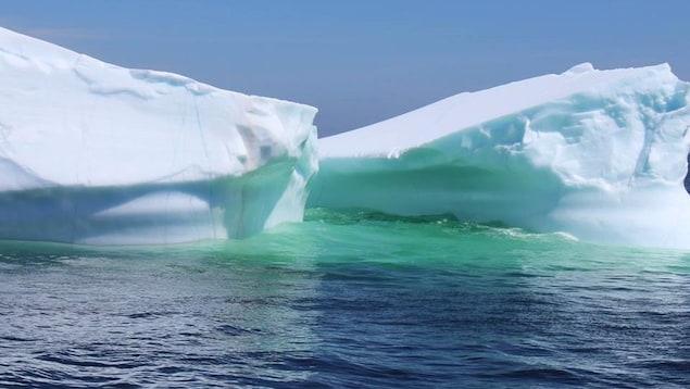 Deux icebergs.