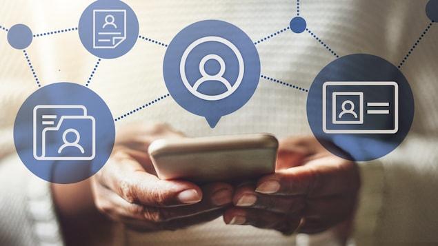 Une femme tient un iPhone dans ses mains. Des bulles flottent au-dessus du téléphone, illustrant un profil, une pièce d'identité ainsi que des documents.