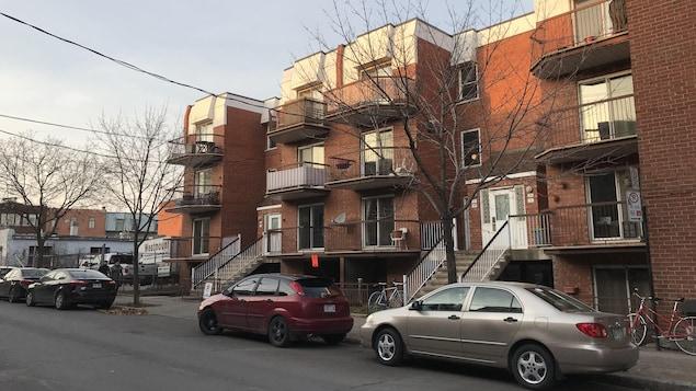 Ces deux immeubles, de 14 logements, de la rue Saint-Augustin ont été achetés 2,2 millions de dollars par Hillpark residentiel.