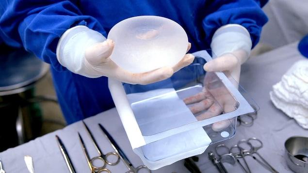 Un implant mammaire.
