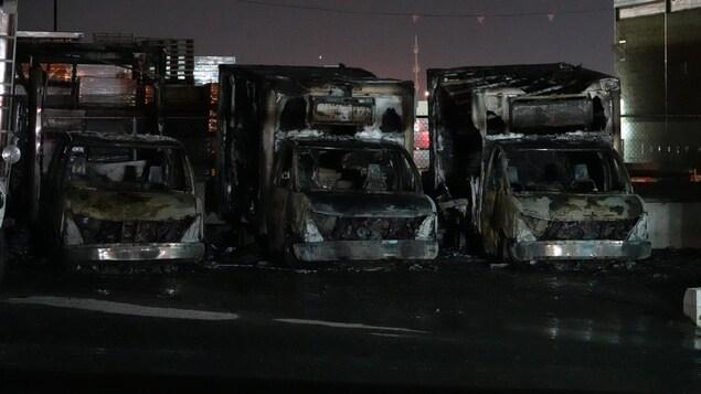 Trois camions calcinés