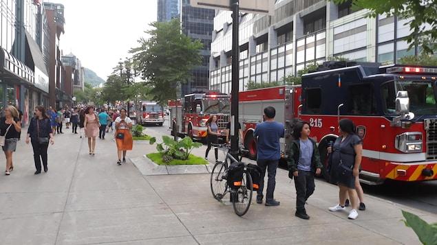 De nombreux pompiers sont venus prêter main-forte à leurs collègues du centre-ville, vendredi.