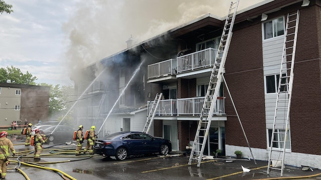 Une vingtaine de personnes sont évacuées d'un immeuble de logements.
