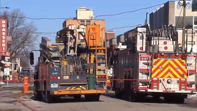 Un camion d'Hydro-Québec et un camion de pompier