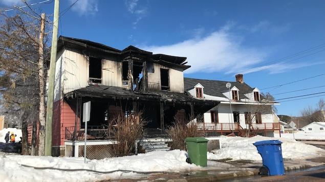 L'incendie dans une résidence de Clermont a fait au moins une victime, en plus d'endommager la maison ancestrale d'Alexis le Trotteur.