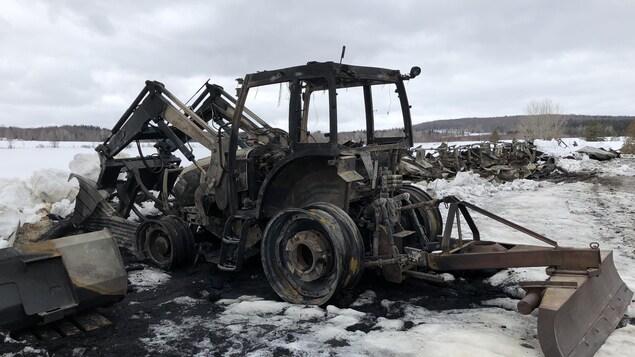 Un tracteur carbonisé.