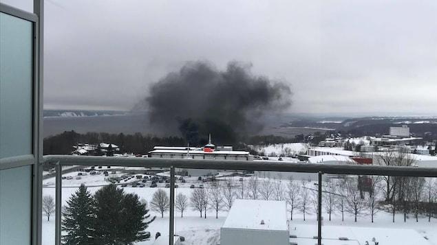 La fumée était visible à plusieurs mètres à la ronde.