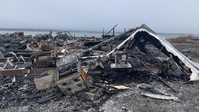 Décombres de l'incendie du bâtiment