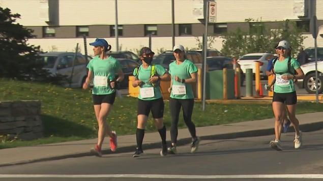 Des infirmières courent à Montréal.