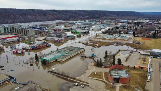 Prises de vue par drone de l'inondation de Fort McMurray, le 30 avril 2020.