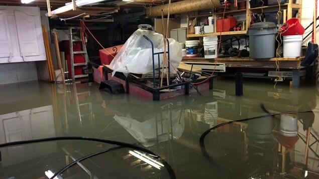 Les sous-sols de plusieurs résidences et chalets sont inondés à Louiseville.
