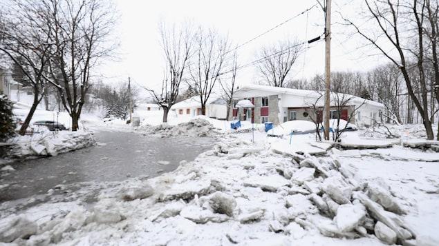 Amoncellement de glace sur la rivière Saint-Charles
