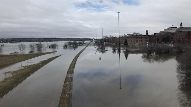 Inondation à Fredericton, au Nouveau-Brunswick, dans l'après-midi du 21 avril 2019.
