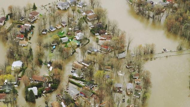 Une affiche montrant le niveau de l'eau
