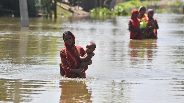2021 年 8 月 31 日,印度阿萨姆邦 Morigaon 地区暴雨过后.